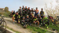 Foto di gruppo del Team Mtb School 2016 nella seconda uscita al San Genesio